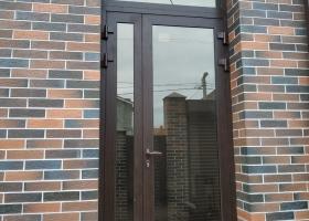 Алюминиевая дверь на улицу