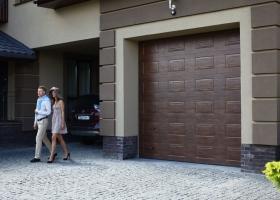 Гаражные ворота частного дома