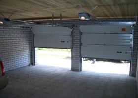 Гаражные ворота на два места в гараже