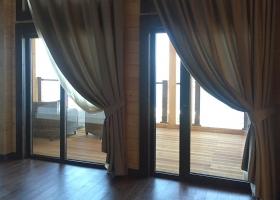 Алюминиевые двери на балкон