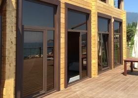 Алюминиевые окна в частном доме