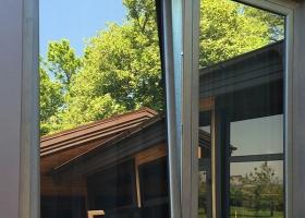 Алюминиевые зеркальные окна