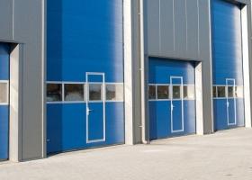 Панорамные ворота промышленного помещения