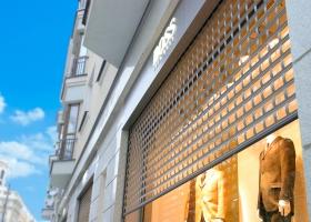 Роллетные решетки для витрины магазина